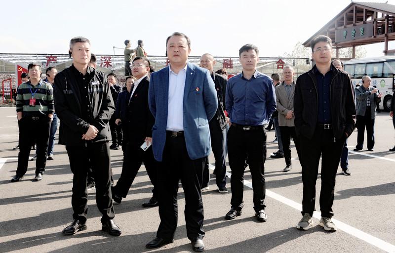 江西省综合交通中心党委书记熊华武一行莅临青舍里调研